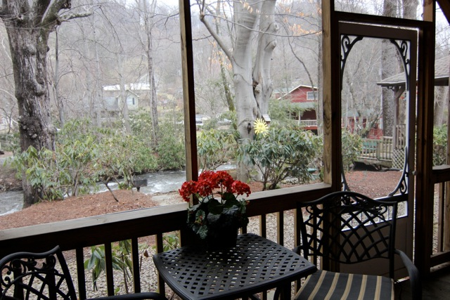 CREEKSIDE ROOMS WITH SCREENED PORCHES